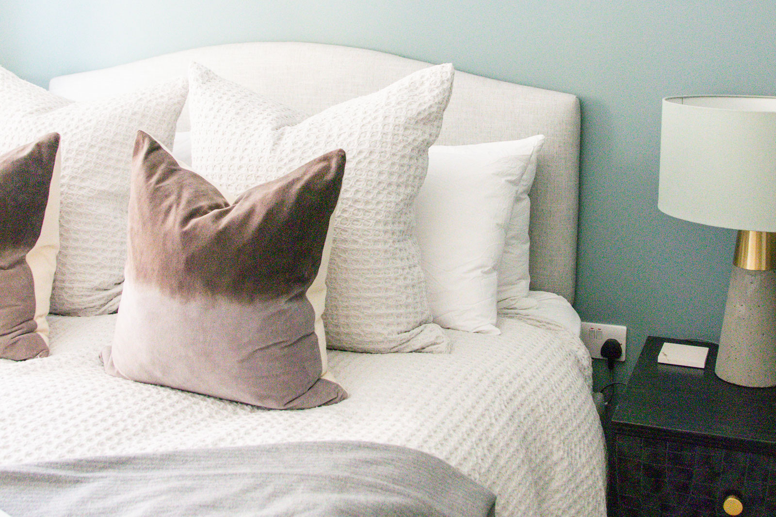 cushions, cushion, bed cushions, bed styling, sofa styling, cushion style, cushion obsessed